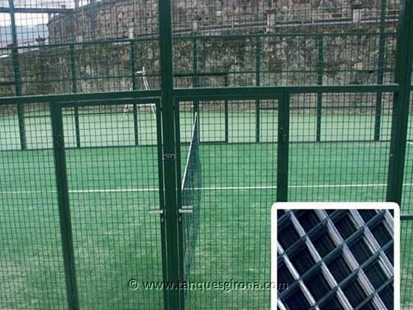Verjas de hierro, cierres perimetrales de jardín y campos deportivos