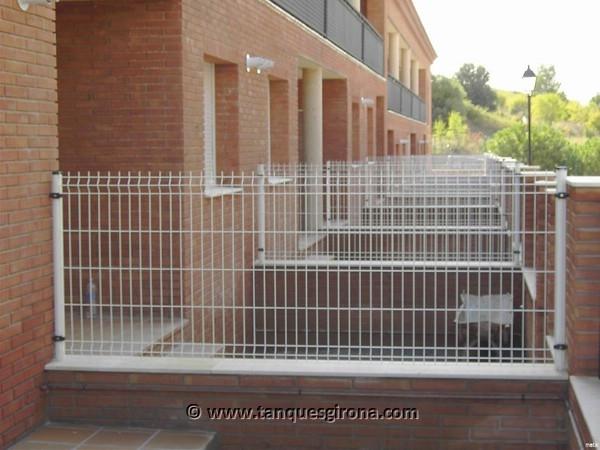 Verjas de hierro, de madera, vallas perimetrales